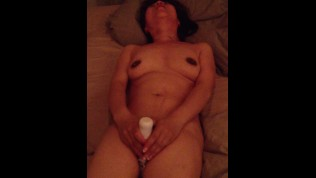 Chinese women do it herself with a vibrator_1